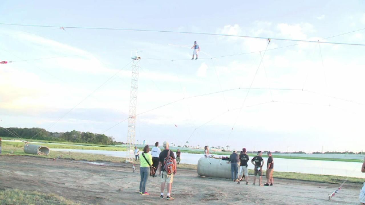 Aerialist Nik Wallenda trained Friday in Sarasota, Florida, for his big tightrope walk in Chicago next month.