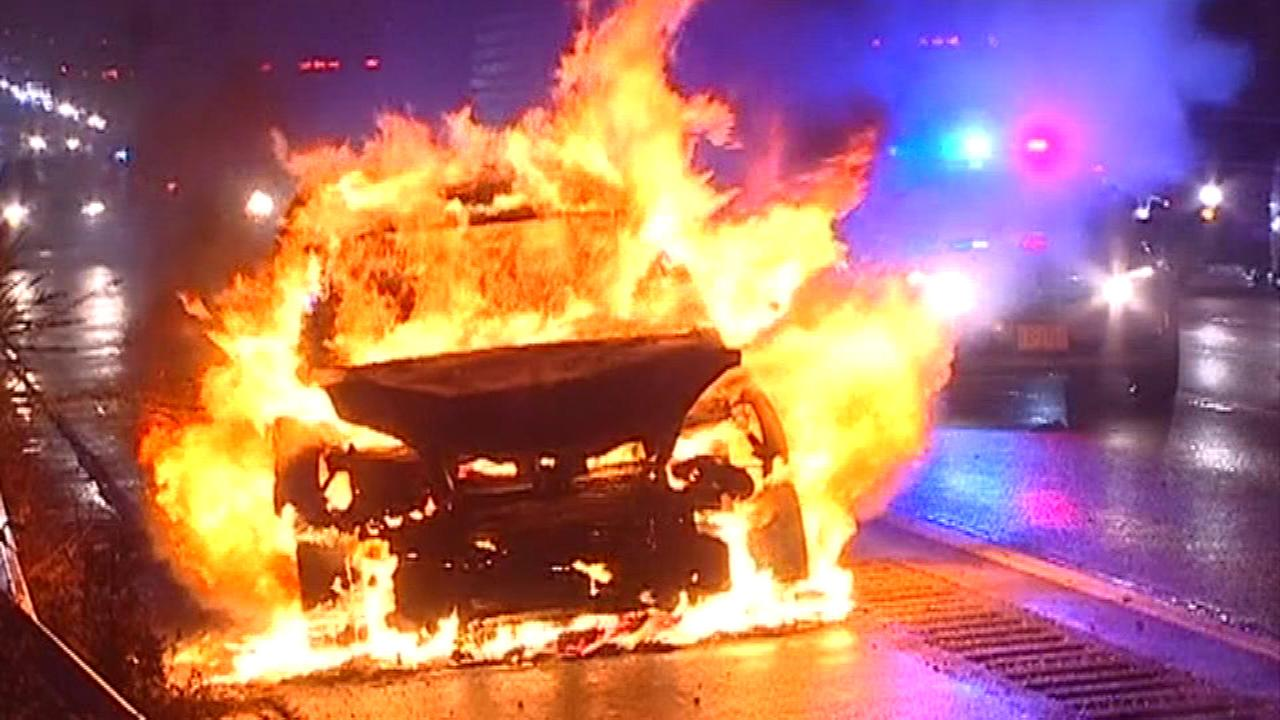 Car Catches Fire After Minor Accident On Edens Expressway