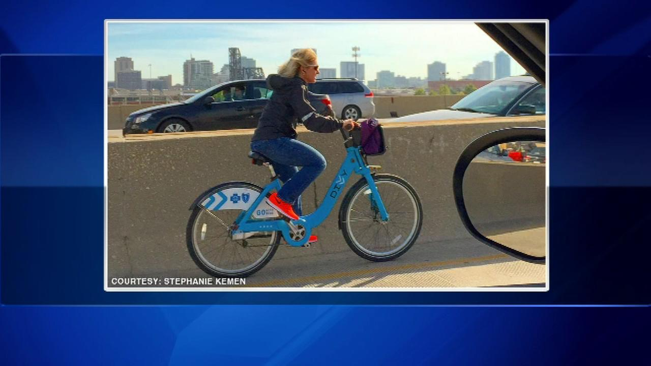 Stephanie Kemen was in her car with her boyfriend when they spotted a woman on a Divvy bike riding on the shoulder of the southbound lanes.