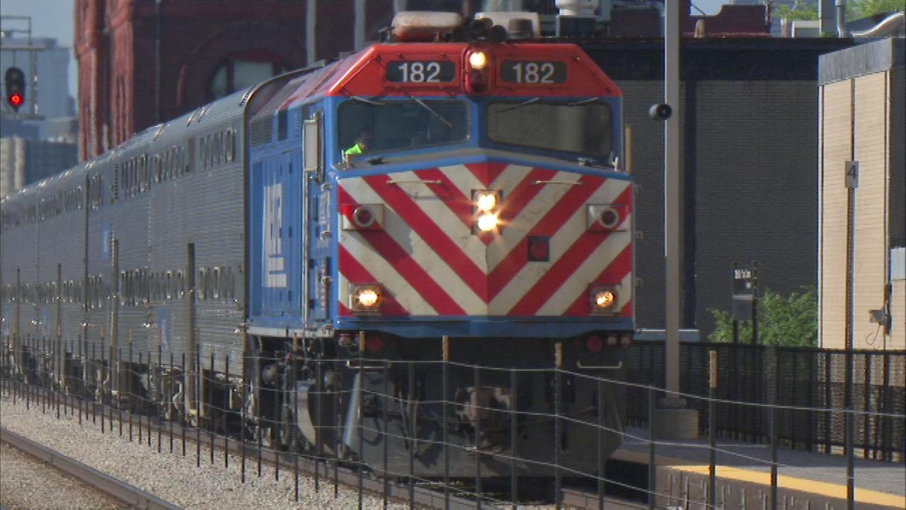 A federal review has found safety concerns with the Chicago areas Metra commuter rail service, though none that violates regulations.