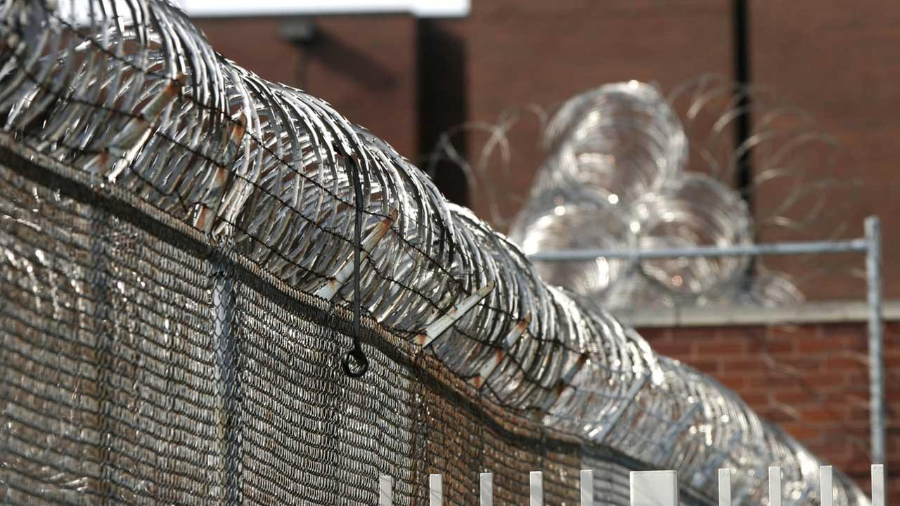 Razor wire rings the Cook County Jail Tuesday, Feb. 14, 2006, in Chicago (FILE).