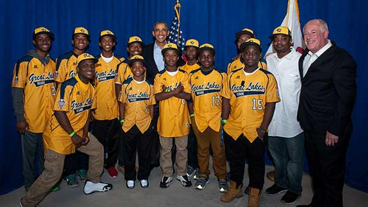 President Obama and Gov. Pat Quinn with the Jackie Robinson West team.