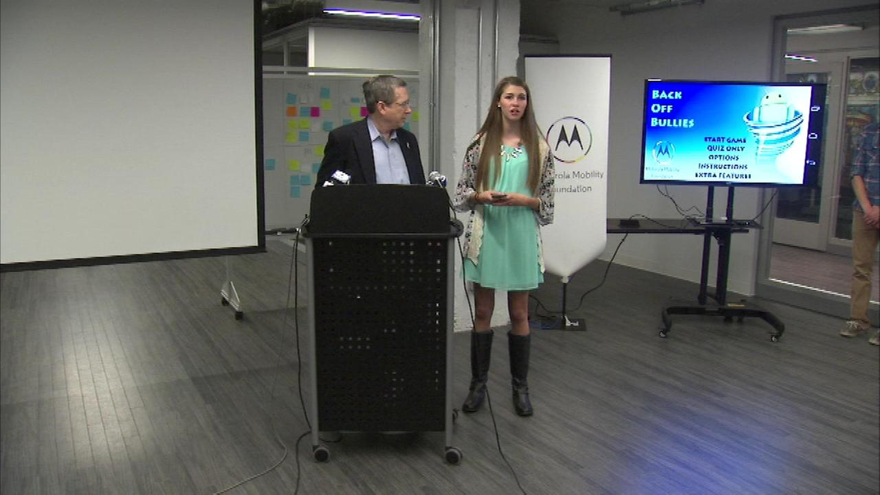 Illinois Senator Mark Kirk helped introduce an app designed to help put an end to cyberbullying.