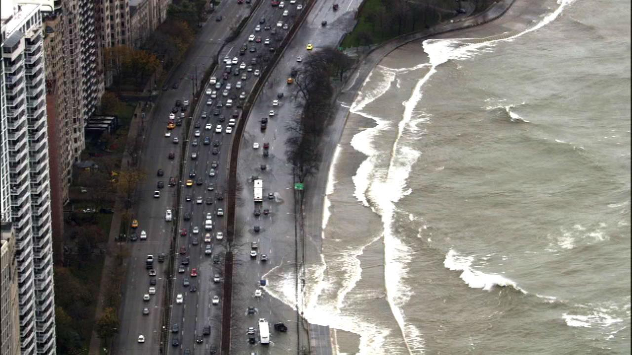 High waves close lanes on Lake Shore Drive