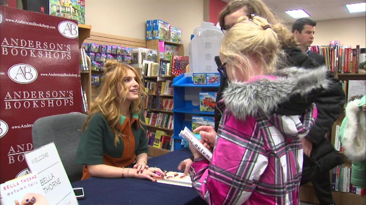 Teen celebrity Bella Thorne thrilled many of her Chicago area fans Saturday at Andersons Bookshop.