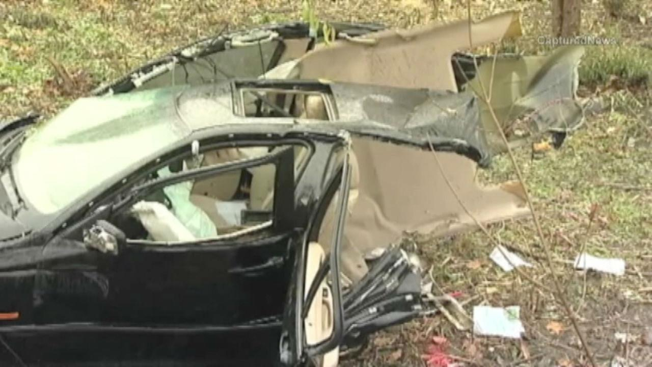 2 people ejected from car in Addison crash