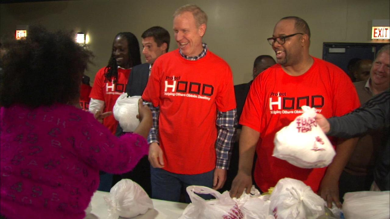 Governor-Elect Bruce Rauner helped to hand out Thanksgiving turkeys on Chicagos South Side Sunday.