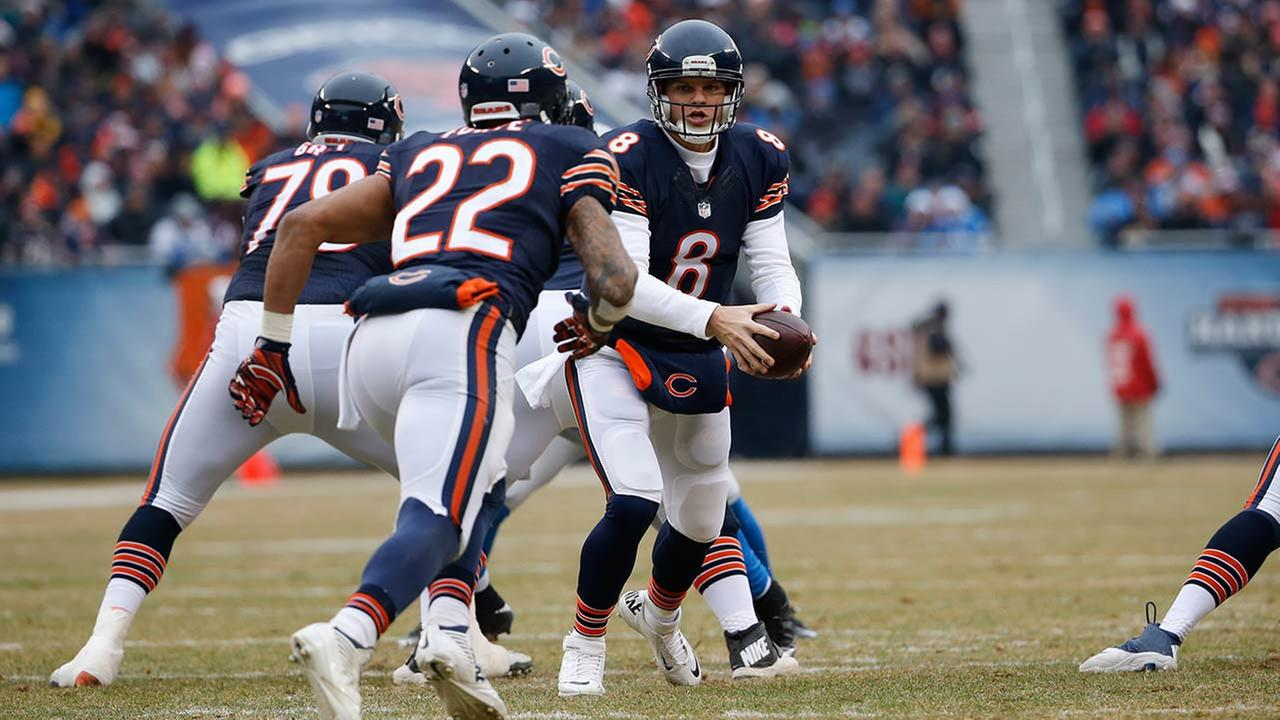 Chicago Bears quarterback Jimmy Clausen (8) looks to hand off to running back Matt Forte (22)in the first half of an NFL football game Sunday, Dec. 21, 2014, in Chicago.