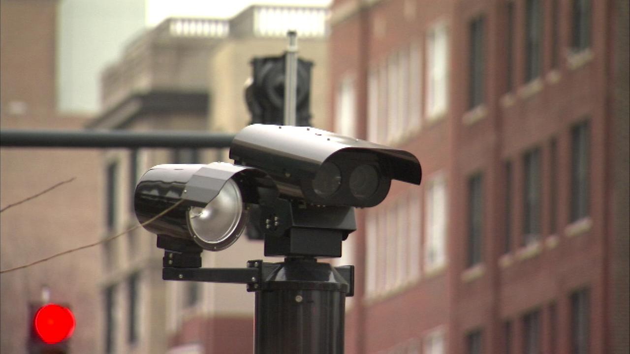 Two mayoral candidates want Chicagos red light cameras gone.