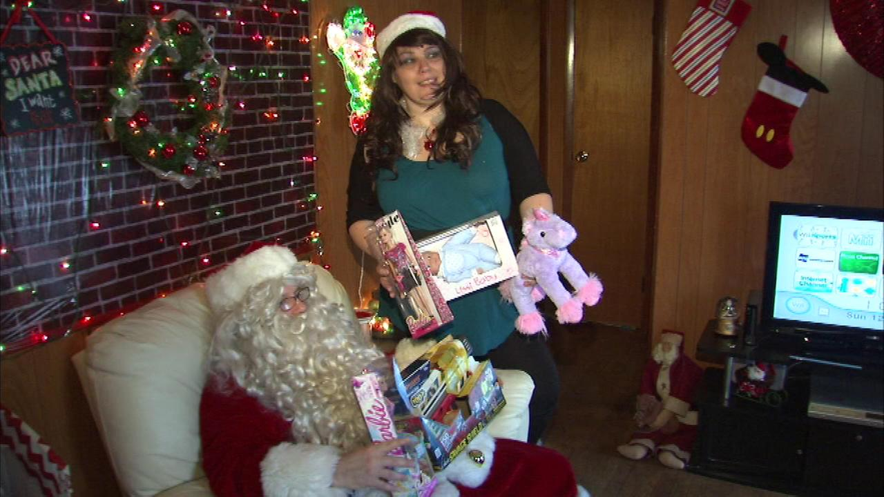 A Chicago woman is using social media to help make the holidays happier for people in need.