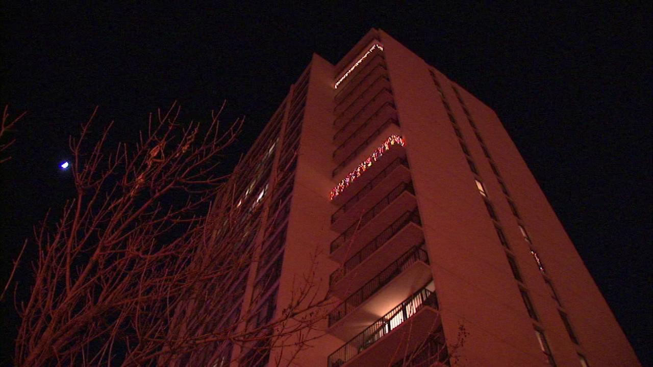 Investigators are trying to figure out what sparked a fire in a high-rise in Chicagos Old Town neighborhood.