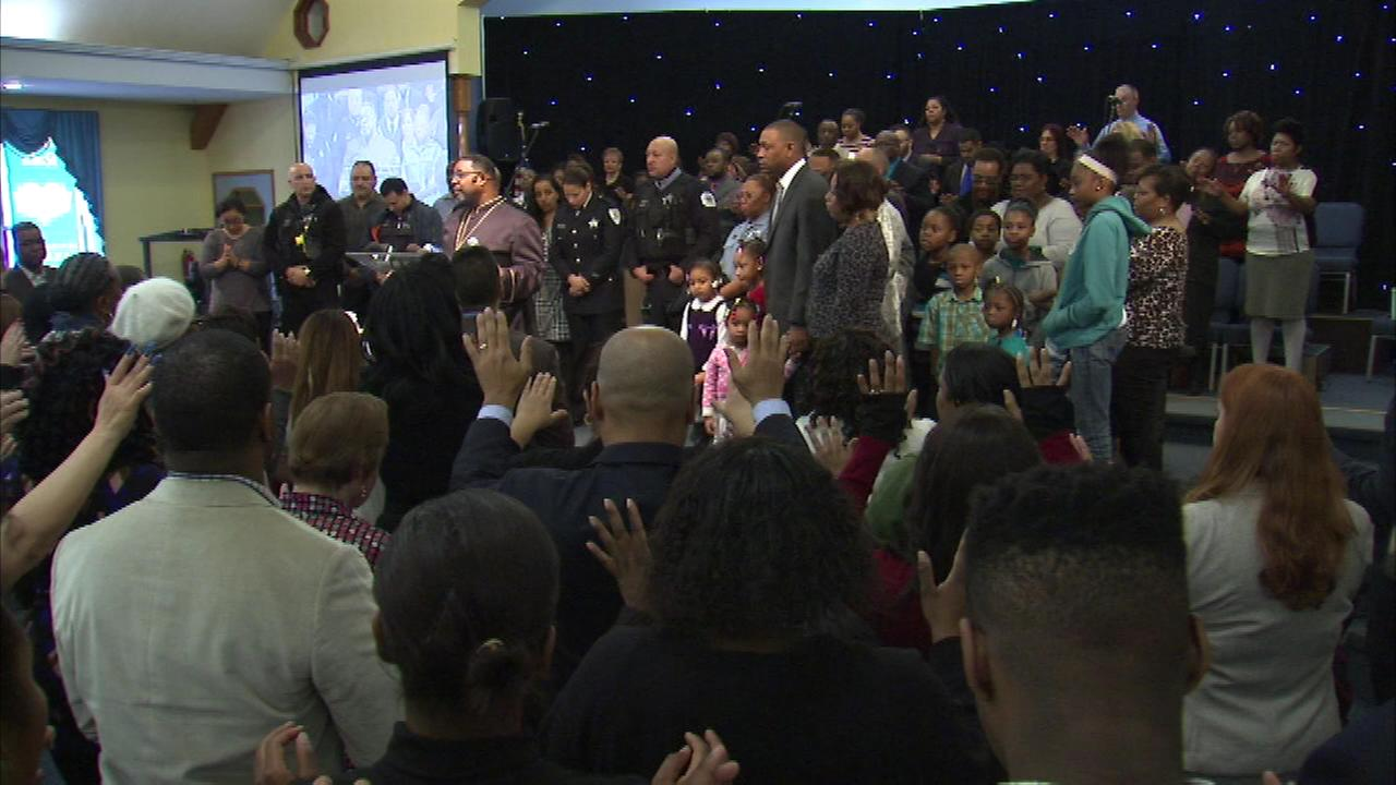 A Northwest Side church offered prayers for police, as Pastor Ray Allen Berryhill called for the wall of hostility between police and community to come down.