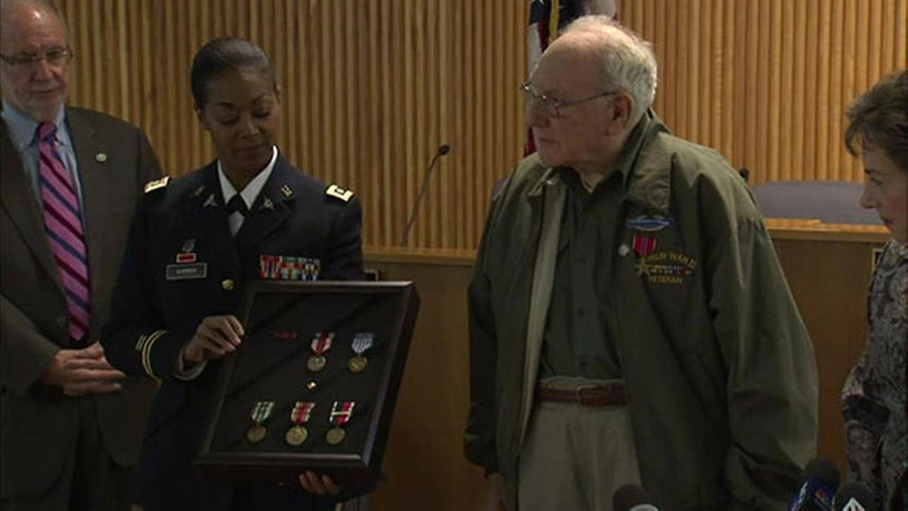 Veteran from Chicago suburb receives WWII medals