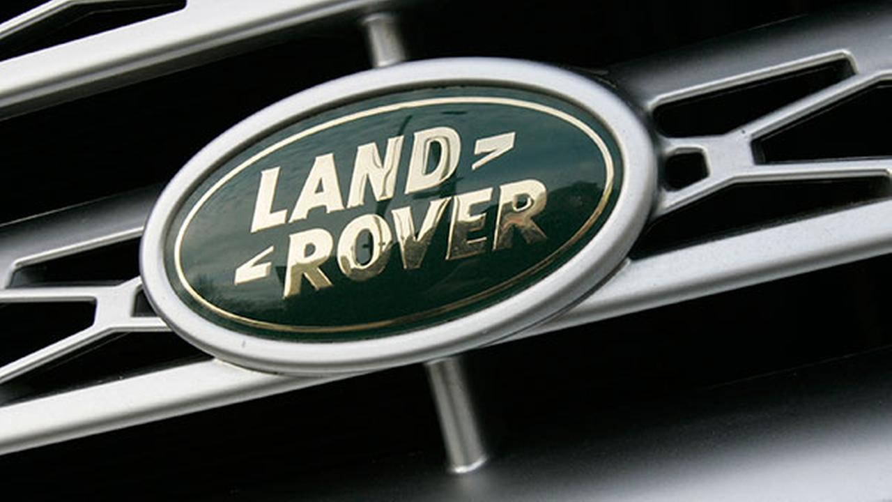 Land rover 2015 lineup to appear at chicago auto show for Land rover garage