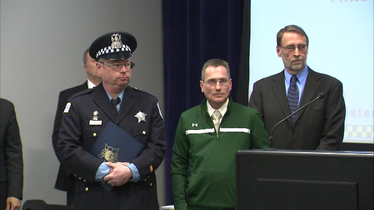 Two Chicago police officers and two good Samaritans were honored for their actions during a recent shooting.
