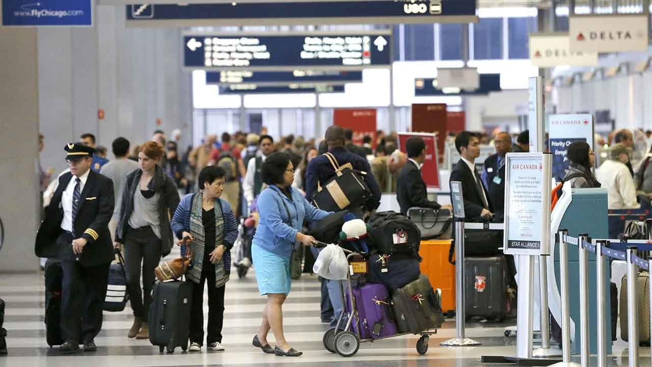 Passengers at OHare International Airport wait in a ticketing line Tuesday, May 13, 2014, in Chicago.