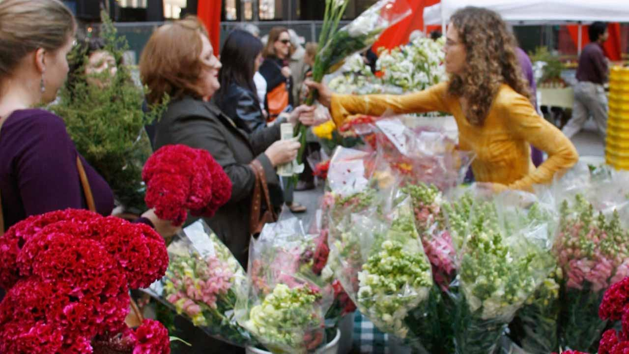 (FILE)Louise Soucie, right, of Flower Gardens in St. Anne, Ill., sells flowers at the Chicago Farmers Market in Federal Plaza on Tuesday, Sept. 26, 2006.