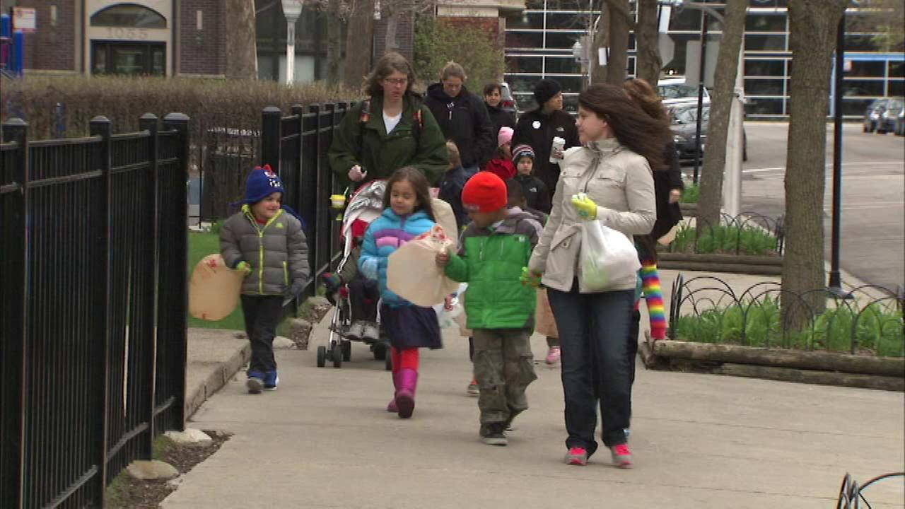 Chicago students clean up neighborhood litter for Earth Day