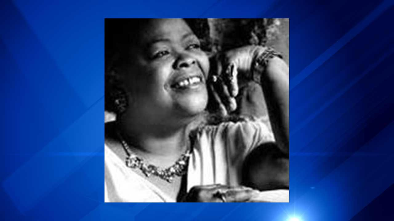 Sarah Streeter, known to Chicago blues fans as Big Time Sarah died in June of heart complications in a Chicago-area nursing home.