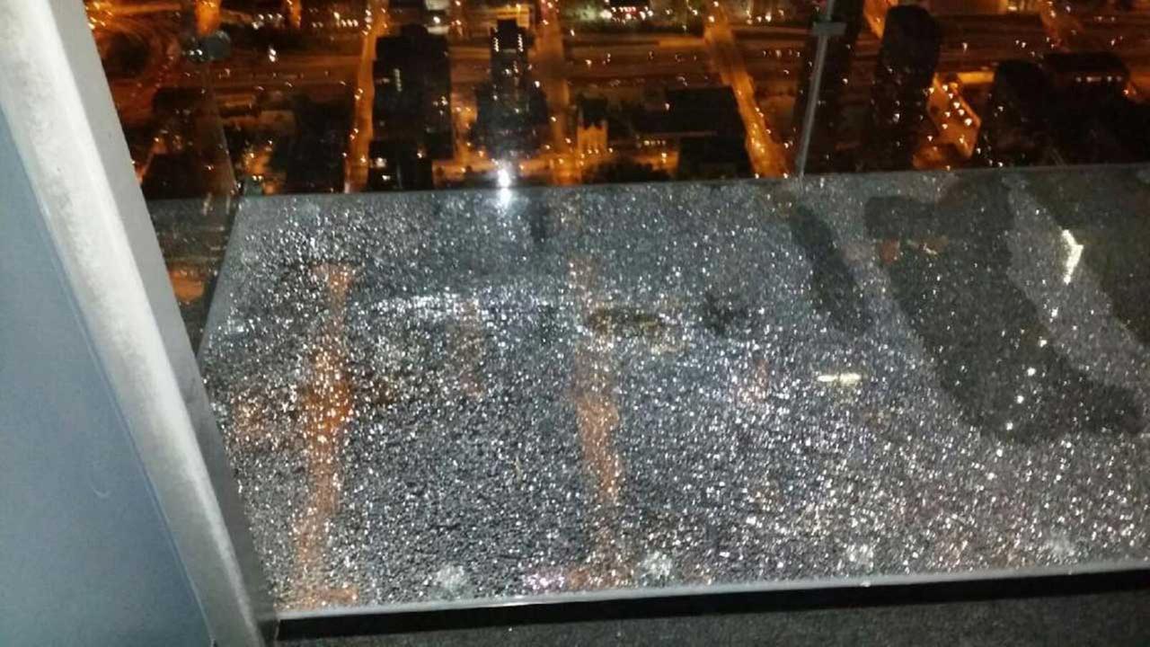 Балкон стеклянный пол..