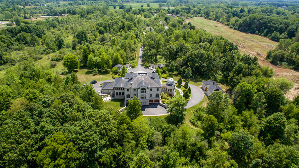 "<div class=""meta image-caption""><div class=""origin-logo origin-image none""><span>none</span></div><span class=""caption-text"">A mansion for sale in Michigan offers an unmatched perspective from its state-of-the-art observatory and rotating telescope. (TopTenRealEstateDeals.com)</span></div>"