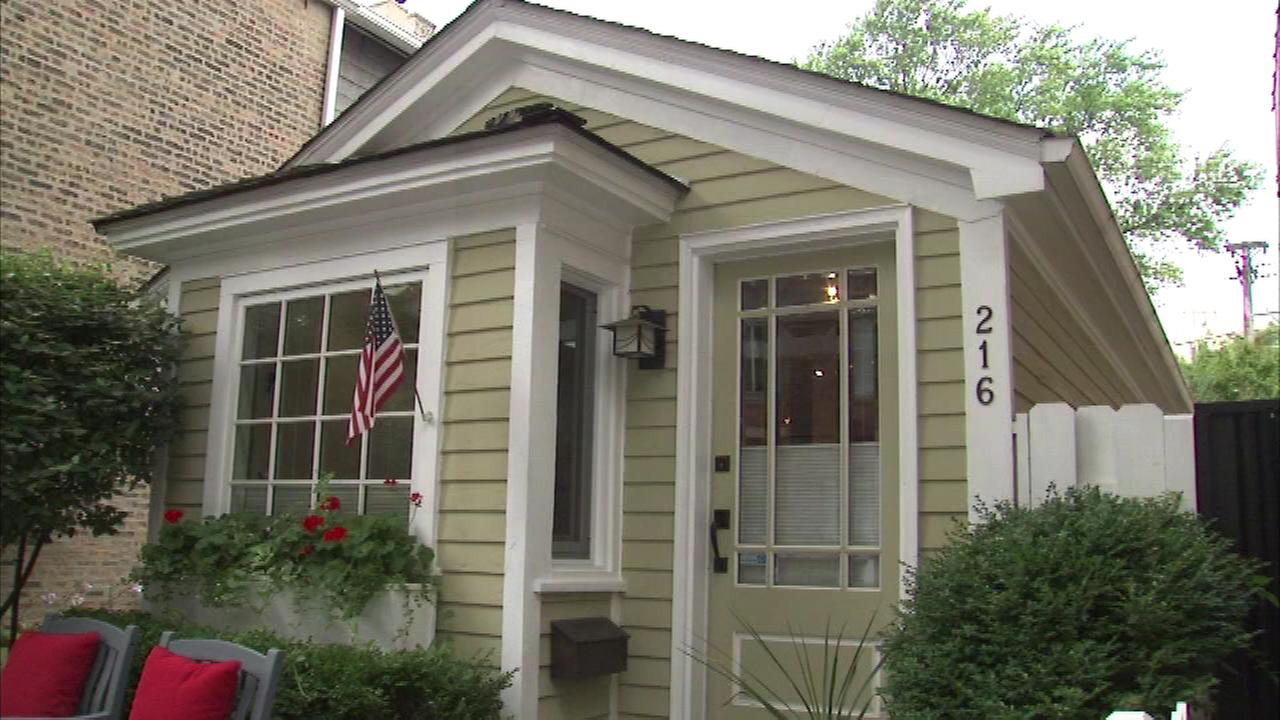 Original chicago 39 tiny house 39 for sale in old town for Chicago mansion for sale