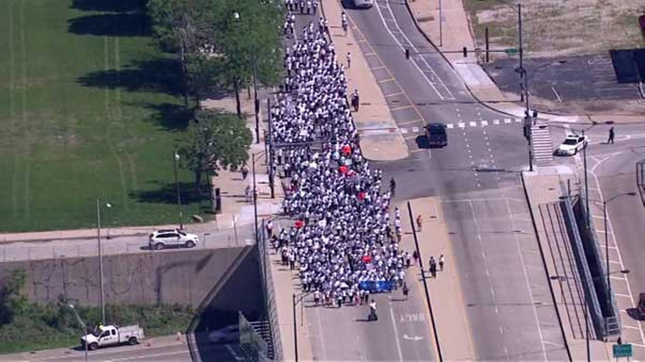 Hundreds of Perspectives Charter School students march for ...March For Peace Chicago