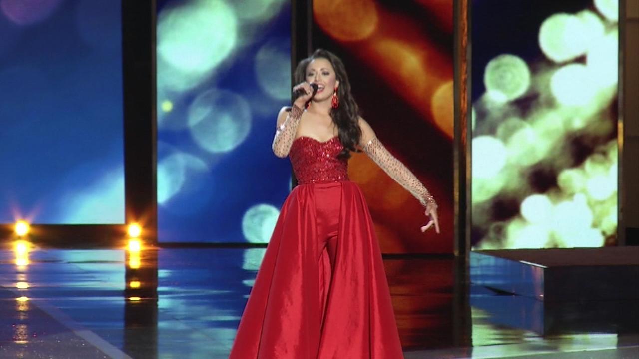 Miss Illinois, Crystal Davis, from Anna, Ill.