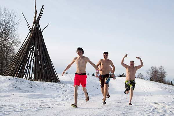 "<div class=""meta image-caption""><div class=""origin-logo origin-image none""><span>none</span></div><span class=""caption-text"">Participants run during a European Sauna marathon in Estonian Winter Capita in Otepaa, Estonia, Saturday, Feb. 6, 2016. ((AP Photo/Vitnija Saldava))</span></div>"
