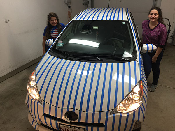 <div class='meta'><div class='origin-logo' data-origin='none'></div><span class='caption-text' data-credit='Peter Sodini'>Azucena and Nicoletta decorate their father's car to demonstrate their support for the Chicago Cubs.</span></div>