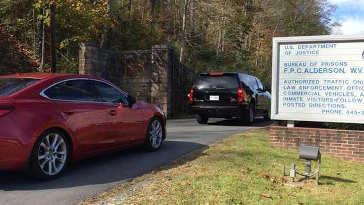 Former Chicago Alderman Sandi Jackson arrived at a West Virginia prison Tuesday morning.