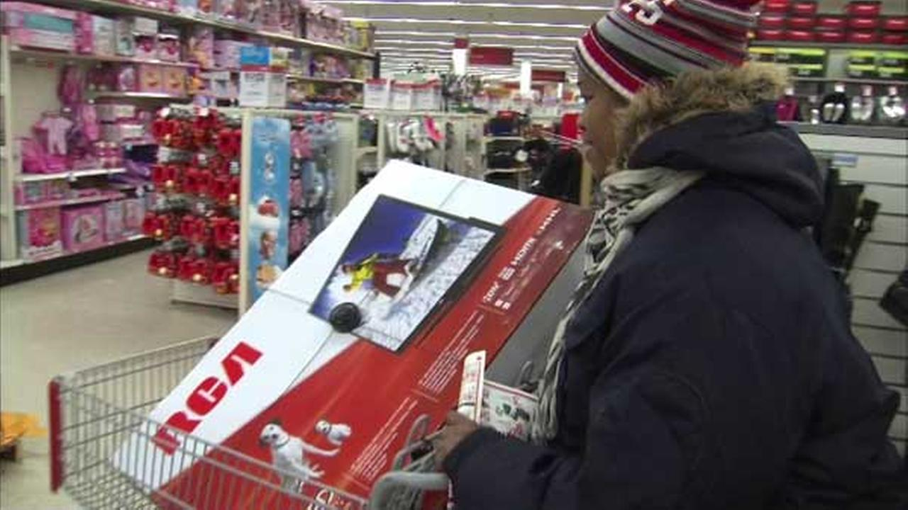 Black Friday is still one day away, but holiday shopping is already underway in Chicago this Thanksgiving.