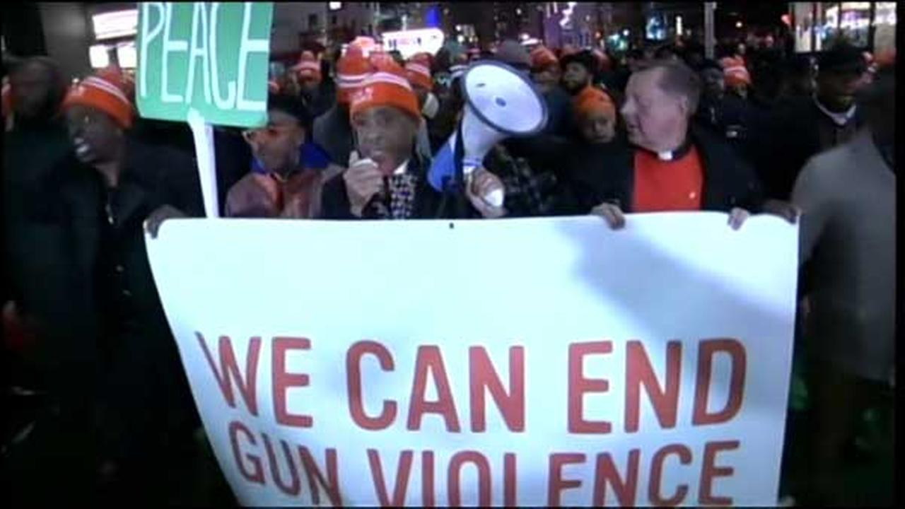 Spike Lee debuted his new movie Chi-Raq in New York on Tuesday and took part in an anti-gun march with Chicagos Father Michael Pfleger after the premiere.