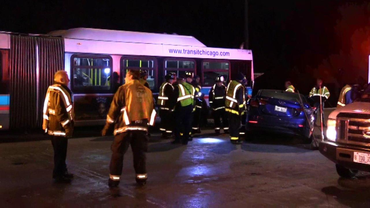 5 injured in crash involving stalled CTA bus on Lake Shore Drive