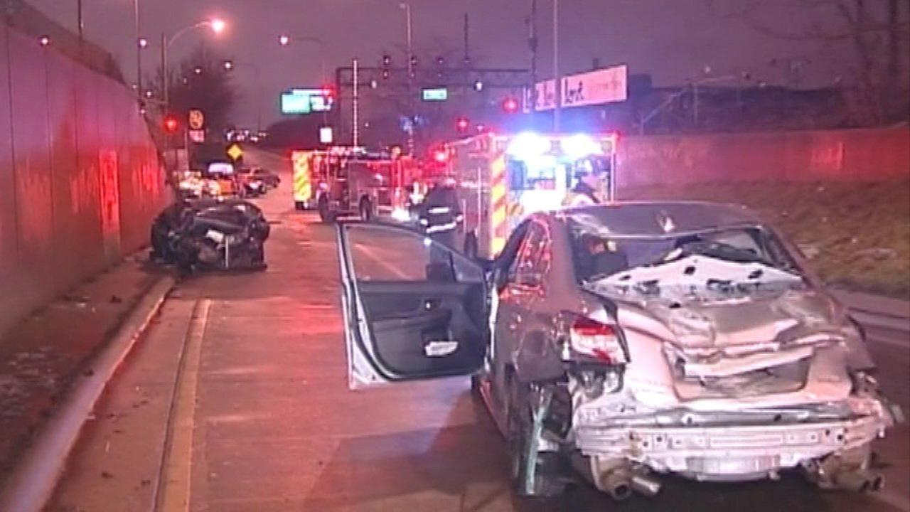 Kennedy Expressway exit ramp crash injures 6