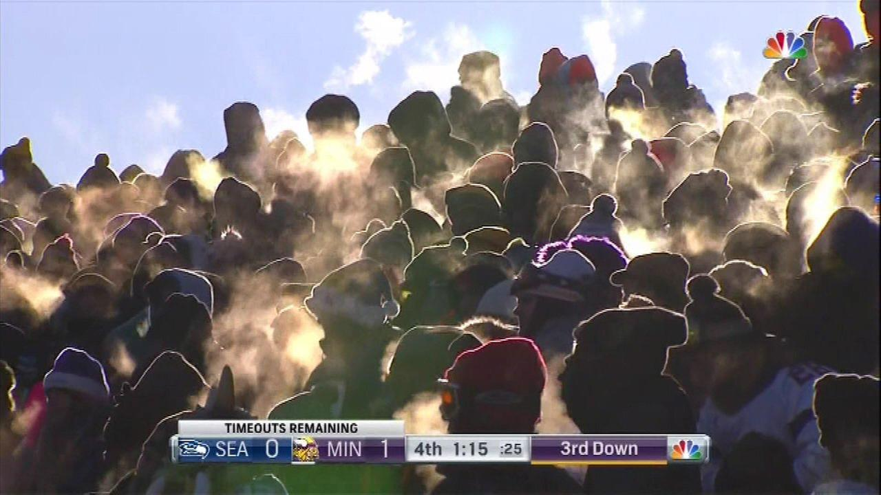 Football fans brave cold temps in Minnesota