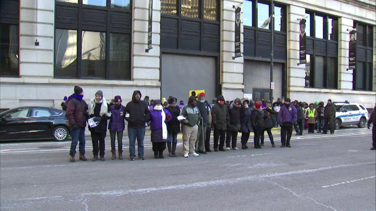 O'Hare workers rally for better wages, working conditions