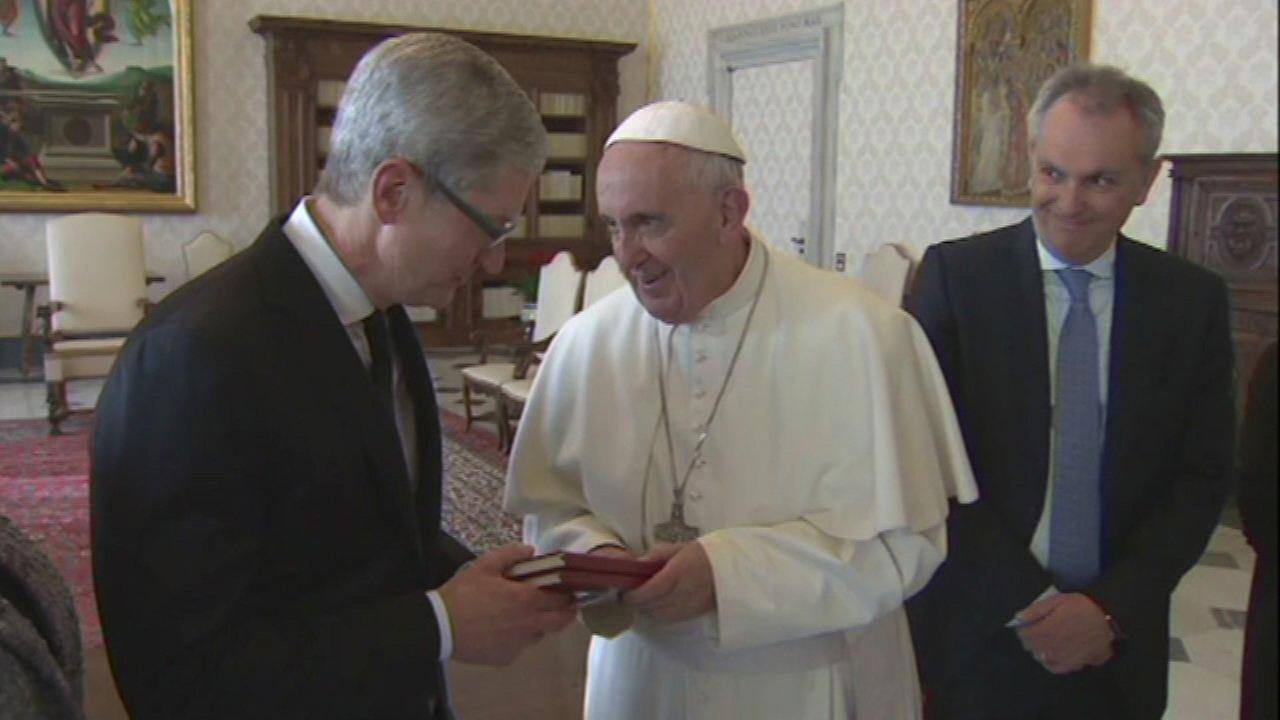 Pope meets with Apple CEO Tim Cook