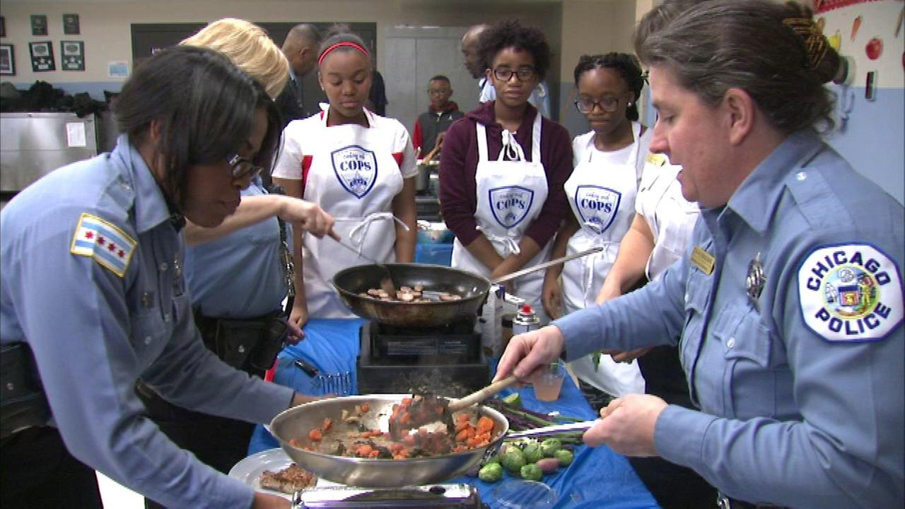 Chicago police cook with kids at pop-up restaurant
