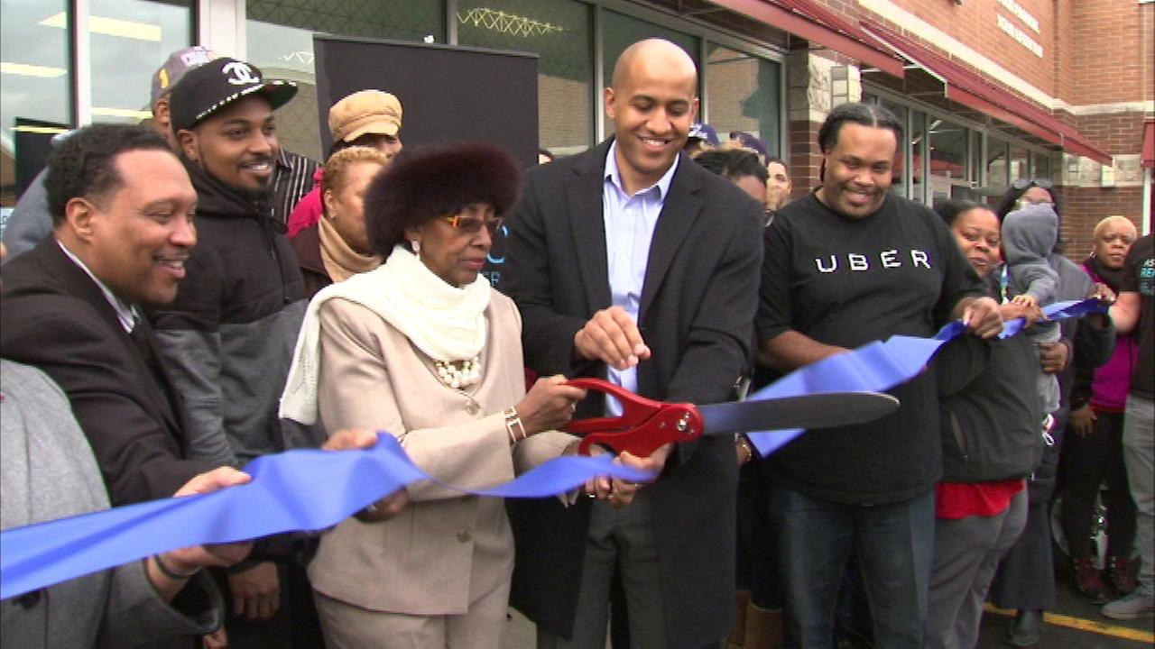 Uber opens new drivers headquarters in West Pullman