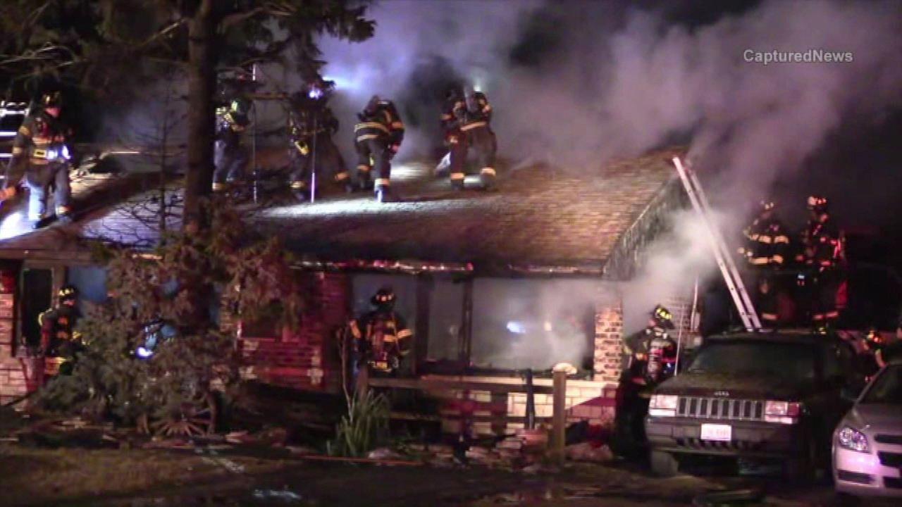 Crews battle Oak Lawn house fire