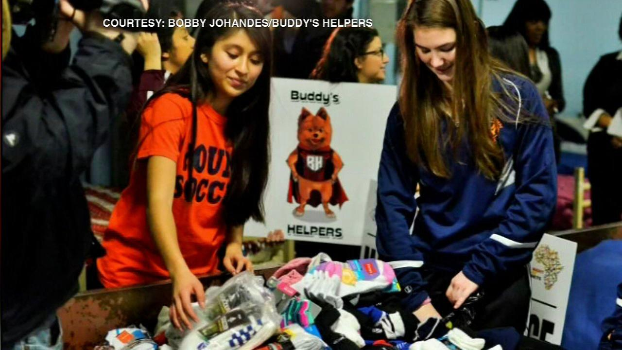 Students donate 3,100 pairs of socks to Chicago's homeless