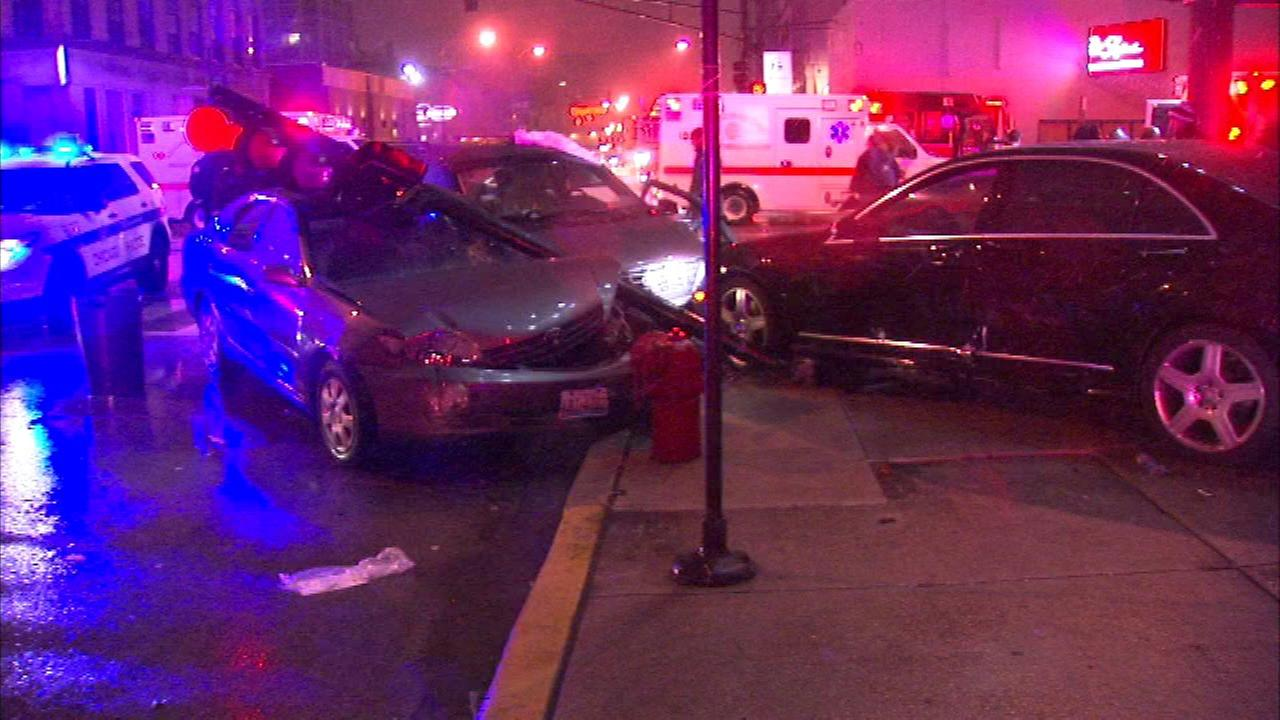5 hurt in River North crash where driver ran red light, police say