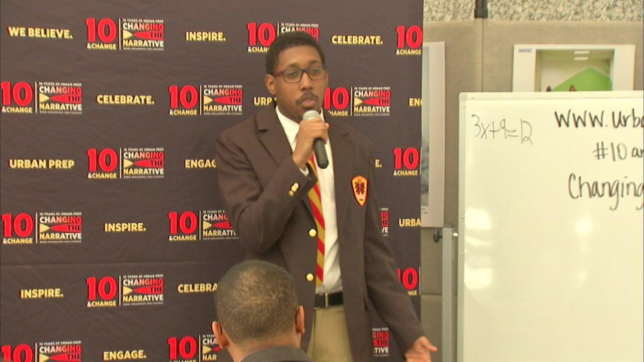 """Urban Prep students host """"pop-up class"""" at Daley Center"""