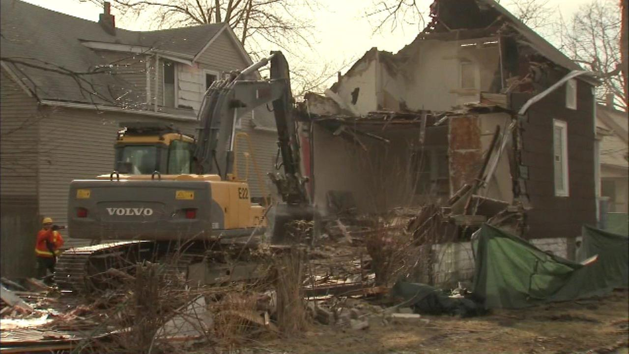 Chicago moves to demolish vacant buildings