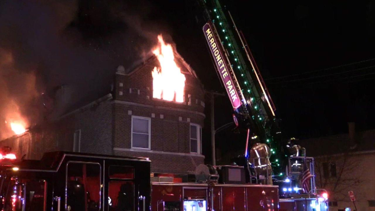 Eight displaced after Blue Island apartment fire
