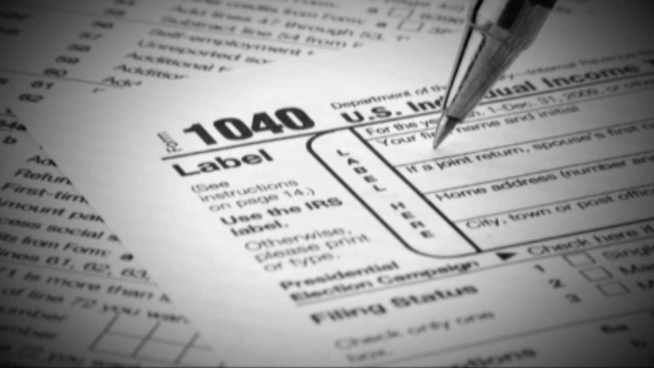 Illinois, IRS begin accepting tax returns Monday