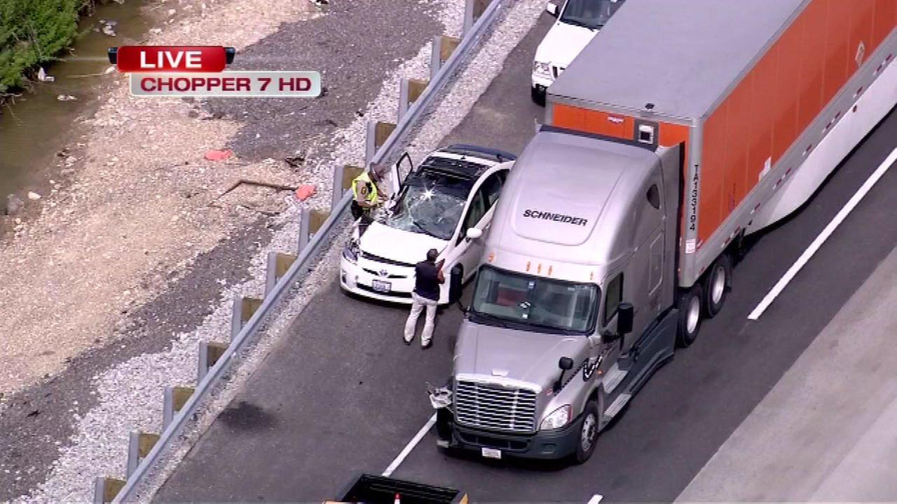 Crash delays traffic on WB I-90 near Hoffman Estates