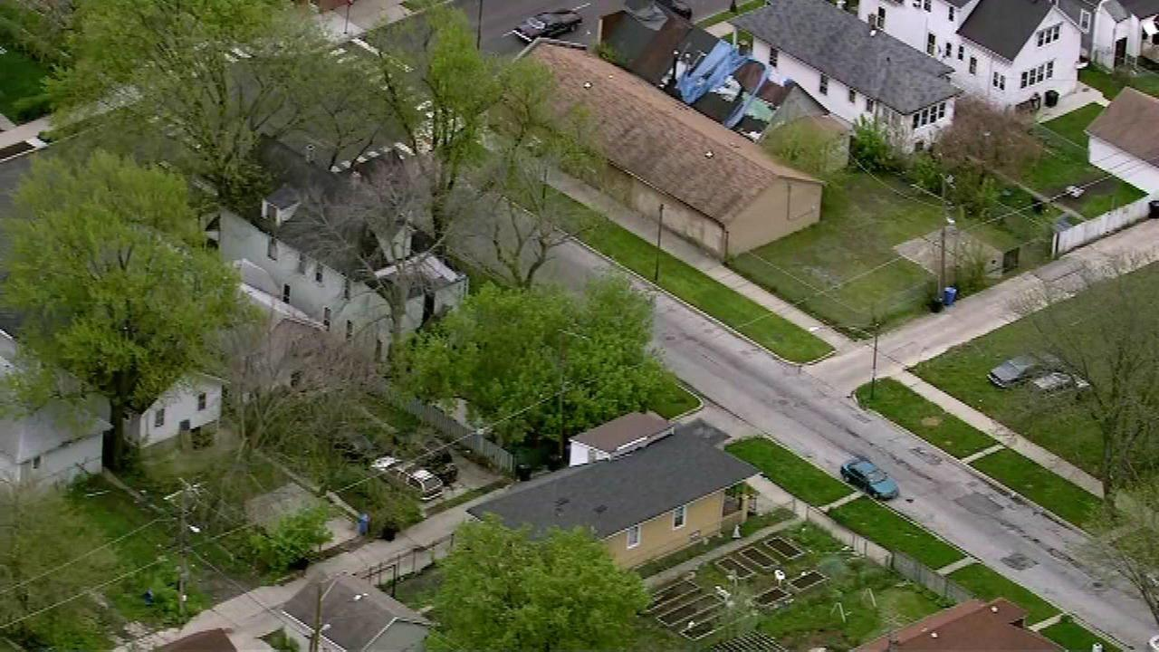 A man tried to abduct a teen girl in the Roseland neighborhood on the Far South Side Wednesday morning, prompting a community alert from police.