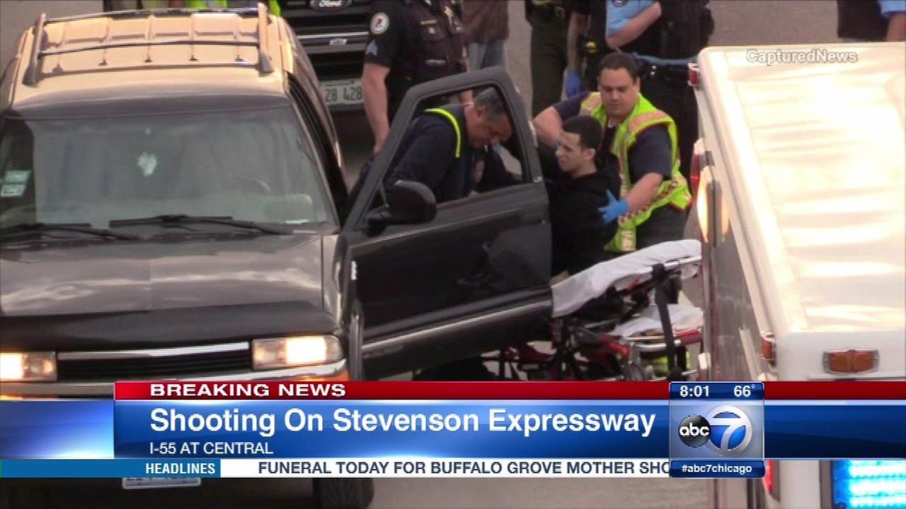 Man, 22, shot on I-55 on West Side
